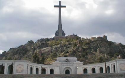 Испанцы требуют уничтожить могилу Франко