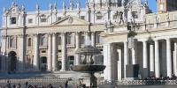 Главную елку Ватикана установили на площади святого Петра