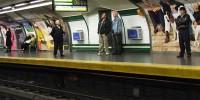 В Мадриде мужчина чудом выжил, упав на рельсы метро