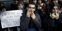 «Свободу Ассанжу!», «Прозрачность, свобода!».
