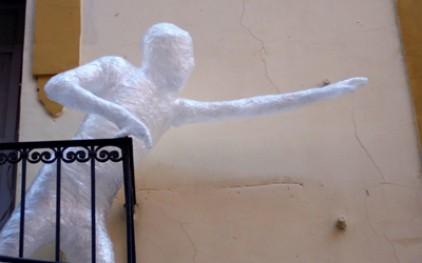 На улицах Испании можно встретить скульптуры из скотча