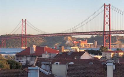 Мост 25 апреля  будет обследован под водой