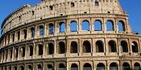 Сотни активистов «обняли» римский Колизей