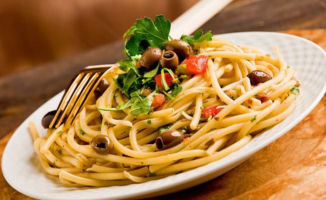 99% итальянцев едят макароны