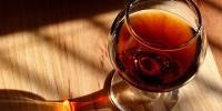 Португальцев предупреждают: алкоголь увеличивает риск заболеваний печени