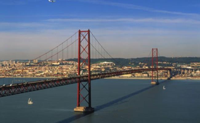 Лиссабонскому мосту «25 апреля» - 45 лет!