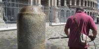 Туристов оштрафовали за надписи на Колизее