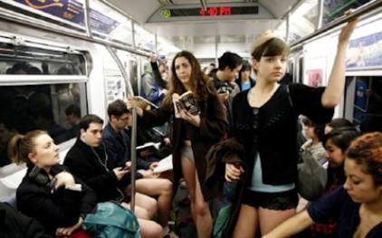 Хулиганство под названием «Без штанов в метро»