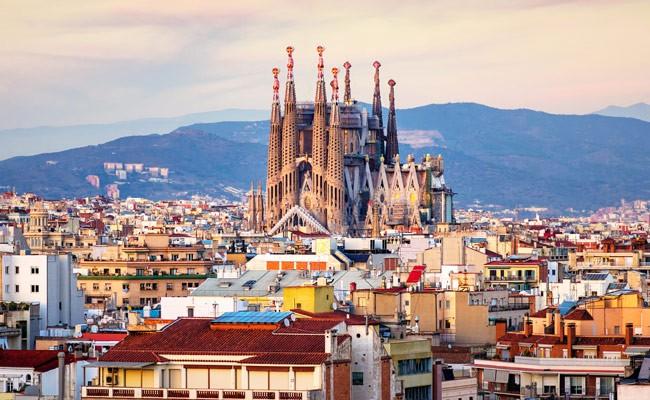 За девять месяцев Испания приняла 67 миллионов туристов