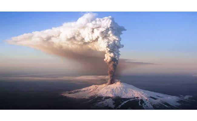 Италия: возле вулкана Этна объявили «оранжевый» код опасности