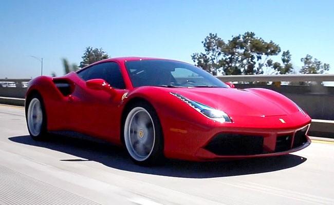 Отец привез сына в школу на Ferrari и был обруган