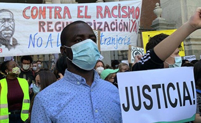 В Мадриде прошла акция против расизма после смерти Джорджа Флойда