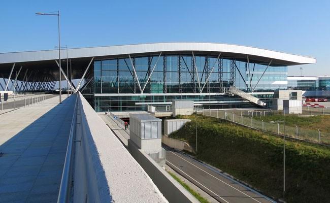 Испания: в аэропорту Сантьяго появился новый VIP-зал