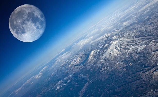 Ученые спрогнозировали столкновение Земли сЛуной