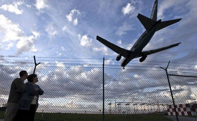 Португалия: смотровая площадка в видом на самолеты