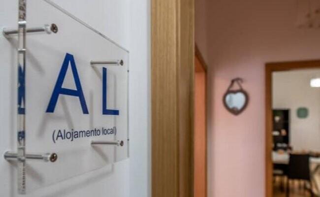 Португалия: регистрации объектов для местной аренды сократились вдвое