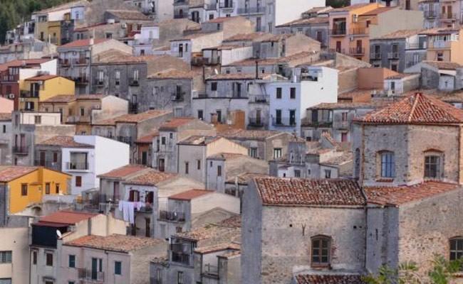 Итальянские деревни упростили покупку домов за 1 евро