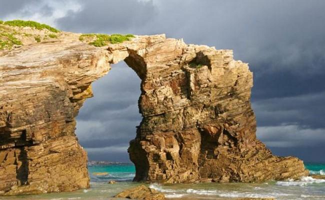 Испания: геологи настаивают на закрытии пляжа