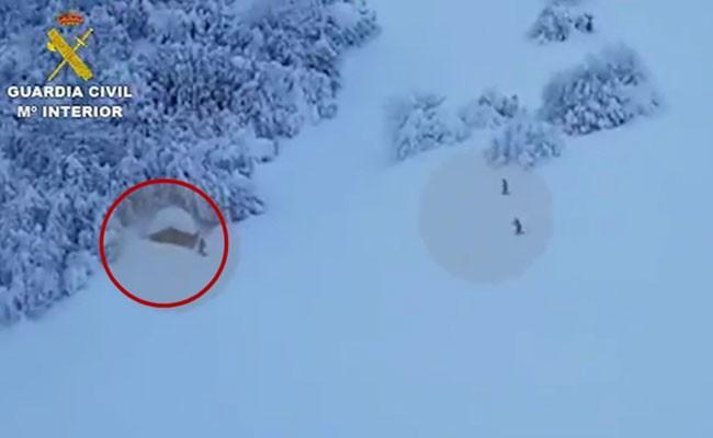 В Испании мужчина на 8 дней застрял в хижине из-за снегопада