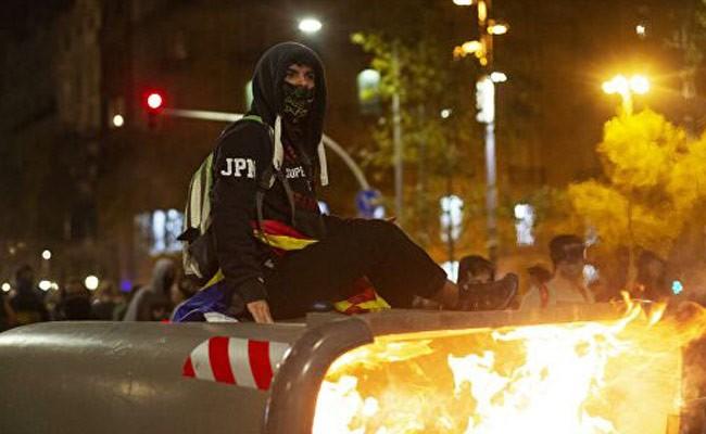 Испания: два дня беспорядков стоили Барселоне 1 000 000 евро