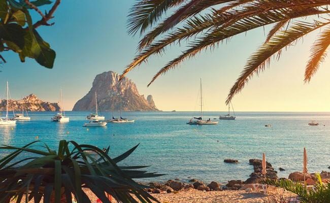 Испанские пляжи постепенно избавляются от курильщиков