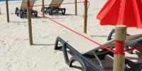 В Испании пляж поделили на зоны с помощью верёвки и столбиков