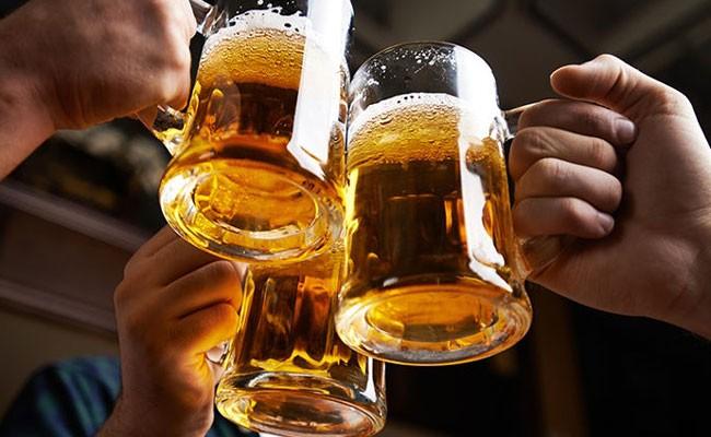 В Испании британец выпил 20 стаканов пива, выпал из окна и умер