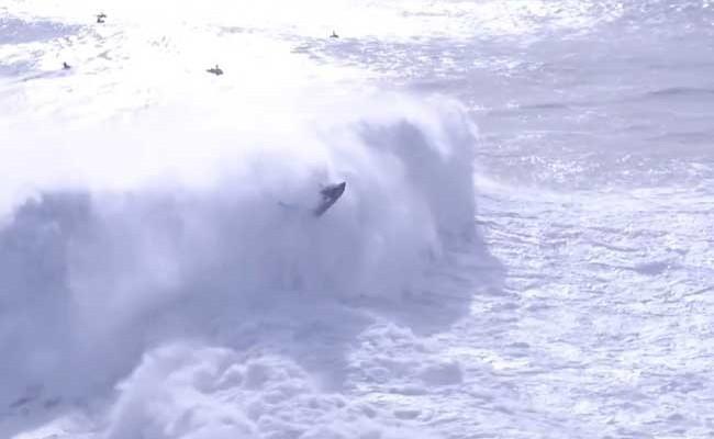 Серфингист получил травму на соревнованиях в Португалии