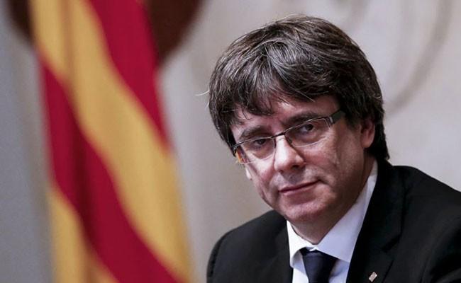 Испания: лидер Каталонии призвал отложить объявление независимости