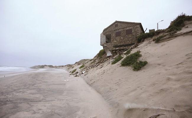 Португалия: побережье потеряло 100 га за 9 лет