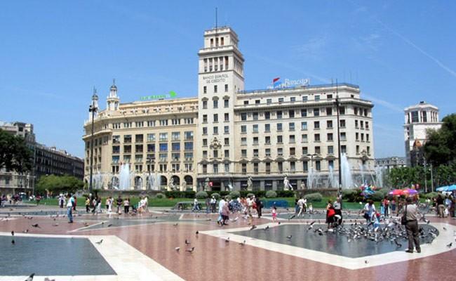 Испания: на площади Каталонии усилят присутствие полиции