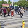 В Китае пешеходов за нарушение правил начали обливать водой