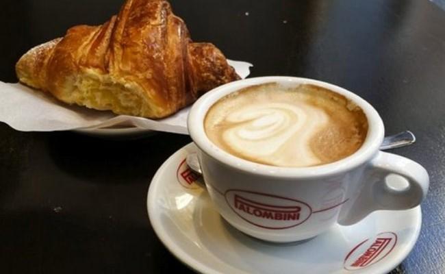 Италия: за четыре кофе и два бургера туристы заплатили 80 евро