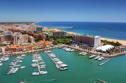 Кто скупает недвижимость в Португалии