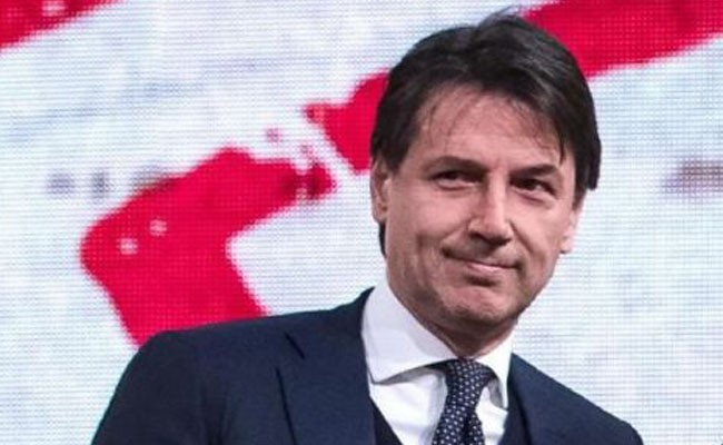 Конте сообщил о снижении числа высадок мигрантов в Италии на 85%
