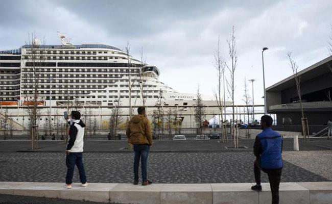 Португалия: туристов с заблокированного из-за вируса лайнера вывезут спецрейсами