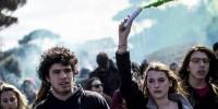 Италия: студенты Милана забросали полицию дымовыми шашками