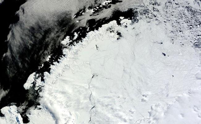 В Антарктиде нашли гигантскую загадочную дыру