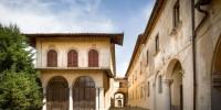 Италия: деревня с дворцом продается в Тоскане