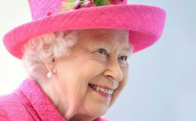 Елизавета II отказалась от мехов