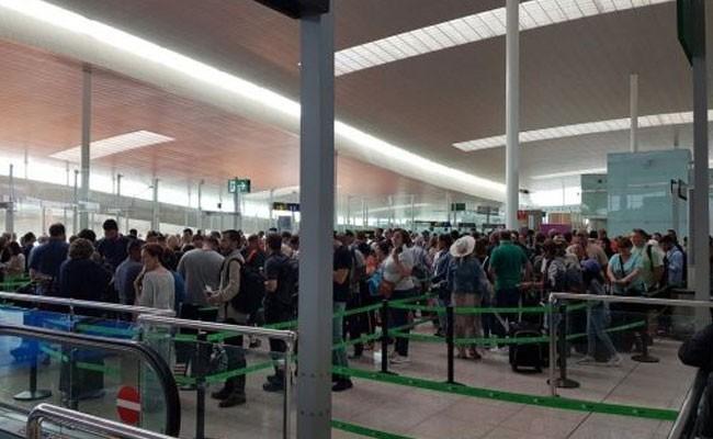 Испания: в аэропорту Барселоны снова очереди