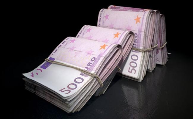 В Италии мужчина хранил более сорока миллионов фальшивых евро