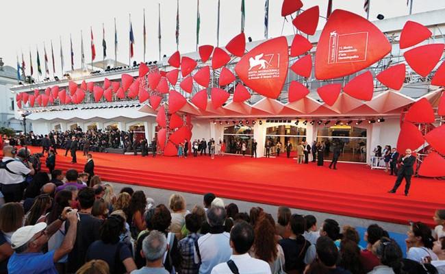 Италия: первый эротический фильм покажут в Венеции