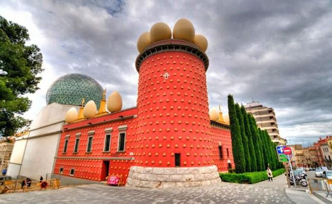 Испания: число посетителей музеев Дали в 2018 году сократилось