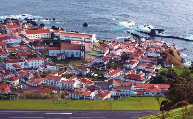 Португалия: магазины на острове Flores закрываются из-за разрушенного порта