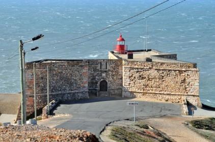 Португалия: посетителей форта в Назаре едва не унесло в море