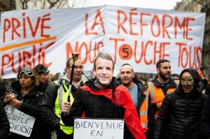 Полтора месяца забастовок обошлись Франции в 1 млрд евро