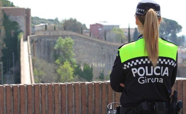 Испания в Жироне автомобиль врезался в террасу бара