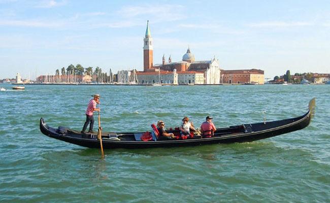Италия: пара из Франции угнала в Венеции гондолу