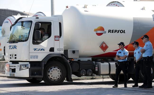 Португалия: водителей опасных грузов обвиняют в нарушении закона